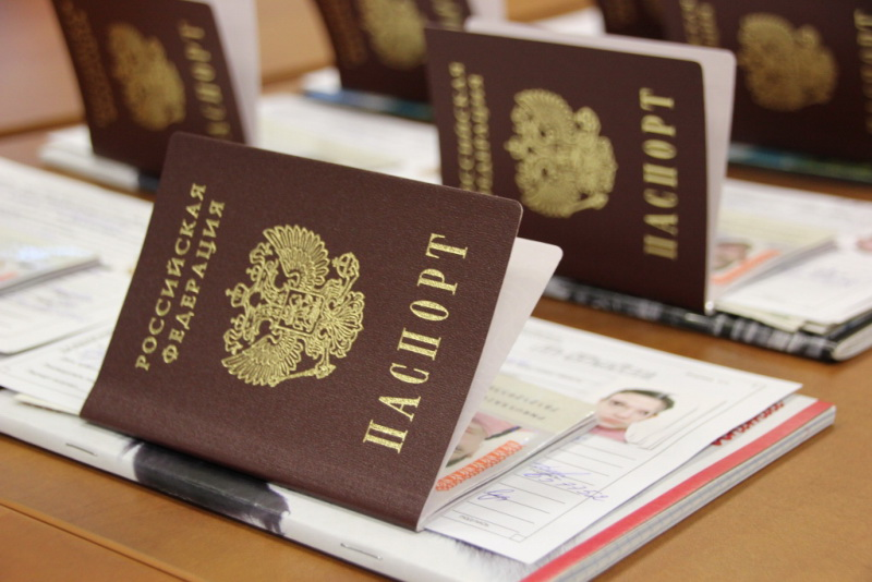 паспорта на столе