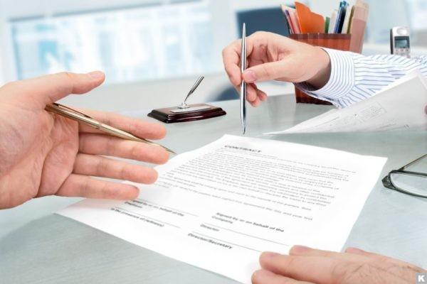 документ, руки, стол