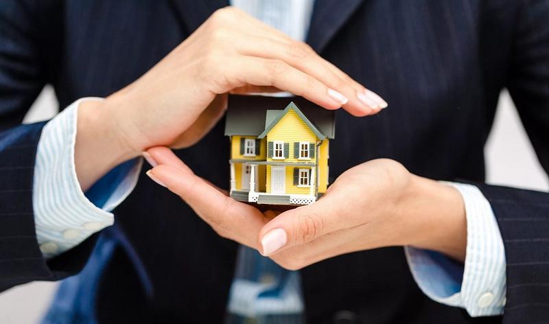 Дом, руки, защита недвижимости