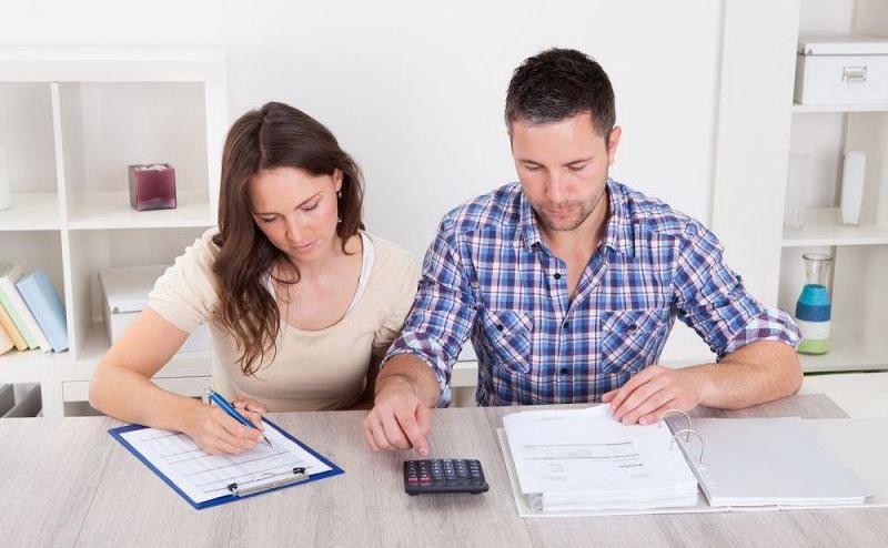 Супруги, стол, расчет, документы